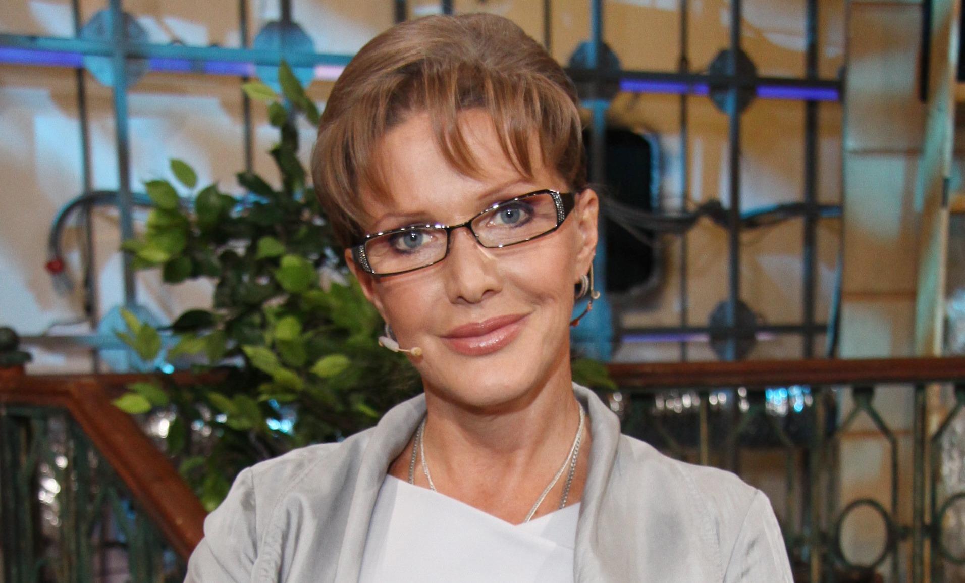 65-летняя Елена Проклова показала стройные ноги в бане