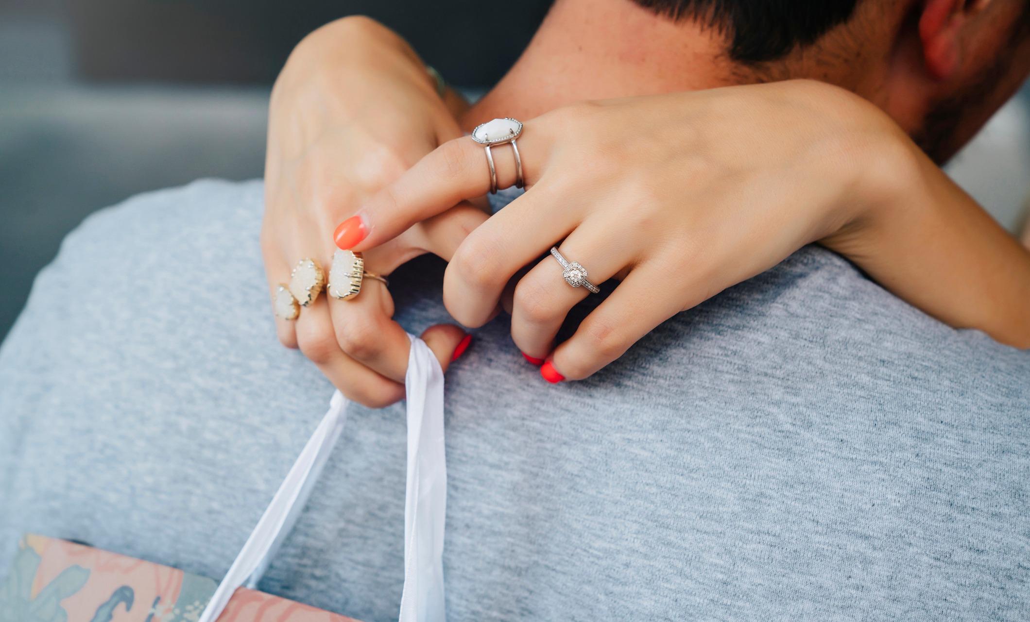 «Я в панике»: что делать, если потеряла обручальное кольцо
