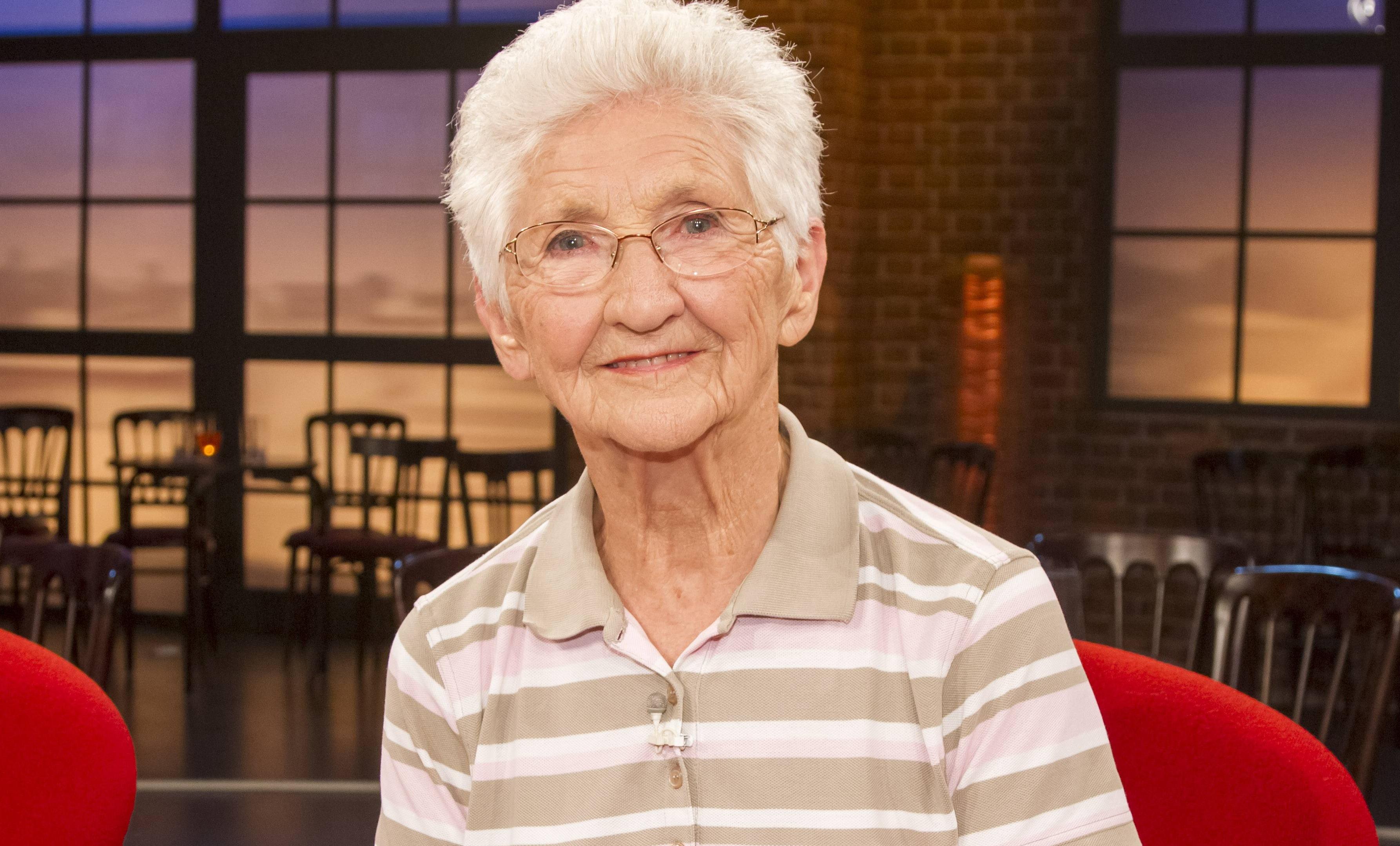 Эта 91-летняя гимнастка вытворяет то, что не под силу 20-летним: видео