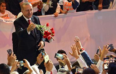 Эрдогана переизбрали на пост председателя Партии справедливости и развития