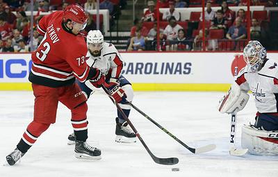 """Два очка Зыкова помогли """"Каролине"""" обыграть """"Вашингтон"""" в предсезонном матче НХЛ"""