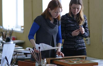 Современные палехские художники представили свои работы на выставке в Иванове