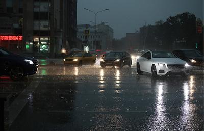 Столичная ГАИ призывает к осторожности водителей и пешеходов во время непогоды