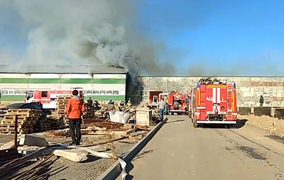 В Волгограде произошел крупный пожар на складе с туалетной бумагой