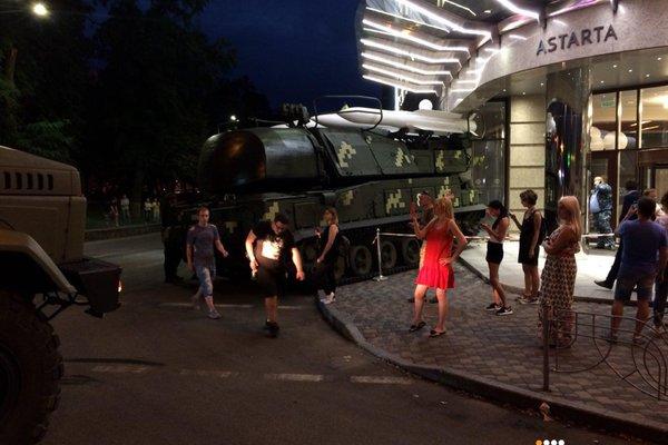 Зенитная установка «Бук» врезалась в здание бизнес-центра в Киеве