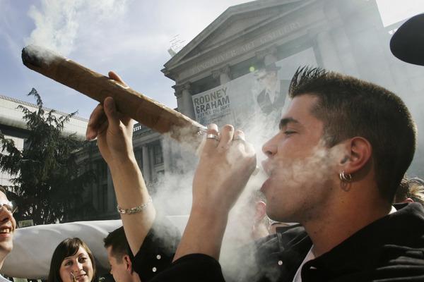 В Канаде появилась «работа мечты» после легализации марихуаны