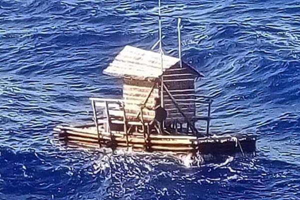 Подросток 49 дней дрейфовал в открытом море и выжил