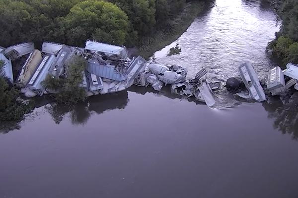 Результат крушения поезда в США сняли с дрона