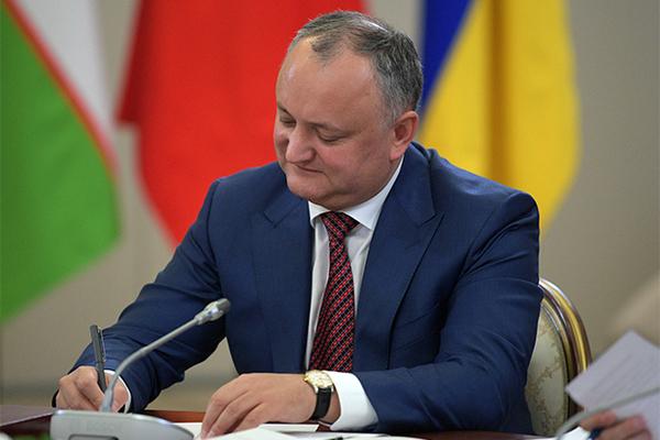 Президент Молдавии пригрозил отстранившим его от власти