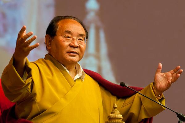 Всемирно известный буддийский духовник заставлял любовниц подтирать ему зад