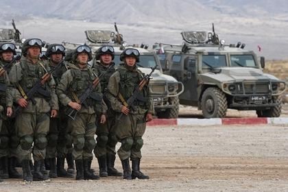 Военнослужащие на базе войсковой части в городе Балыкчы в Киргизии