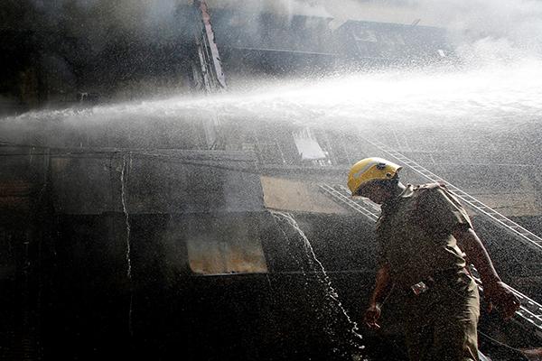 Женщина спасла десятки людей от пожара и погибла