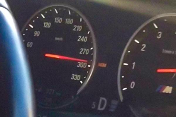 Мажоры на BMW прокатились по Подмосковью со скоростью авиалайнера