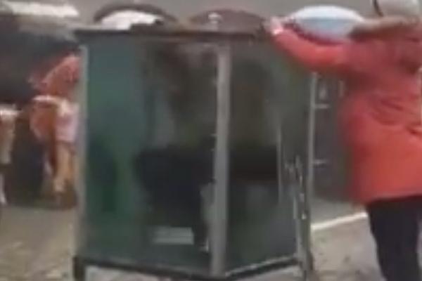 Фокусника едва успели спасти от гибели после опасного трюка