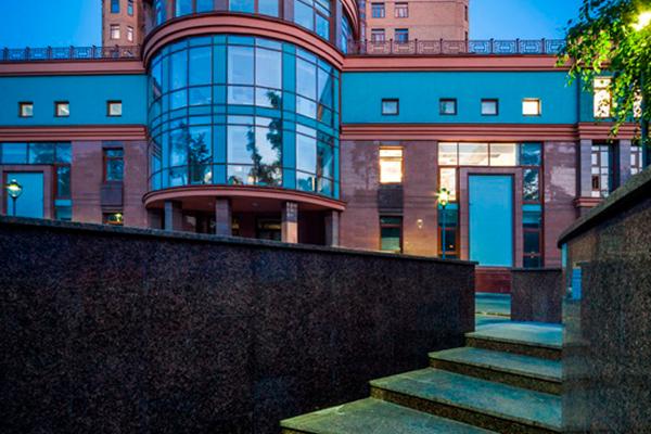 Молодежь полюбила дорогие квартиры в Москве