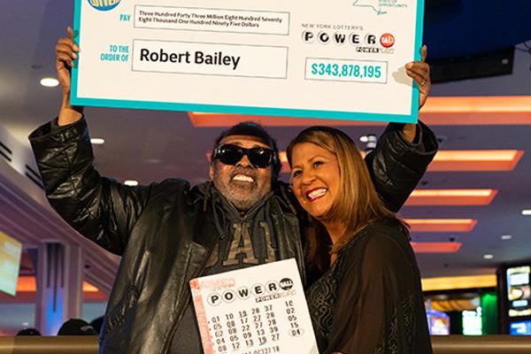Пенсионер 25 лет покупал лотерейные билеты и выиграл треть миллиарда долларов