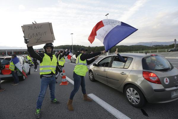 Более 500 французов оказались в больницах из-за подорожавшего бензина