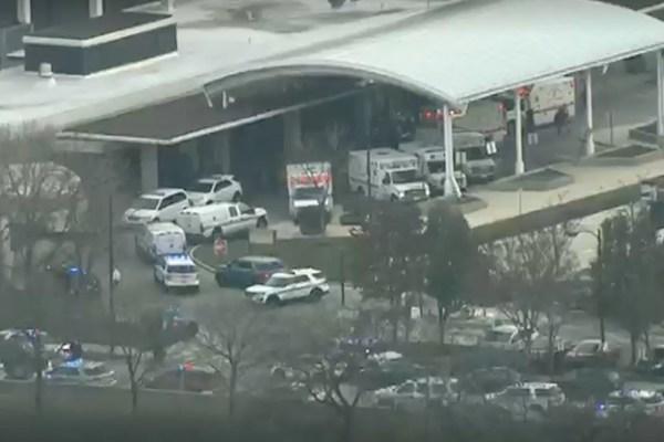 Неизвестный открыл стрельбу у больницы в Чикаго