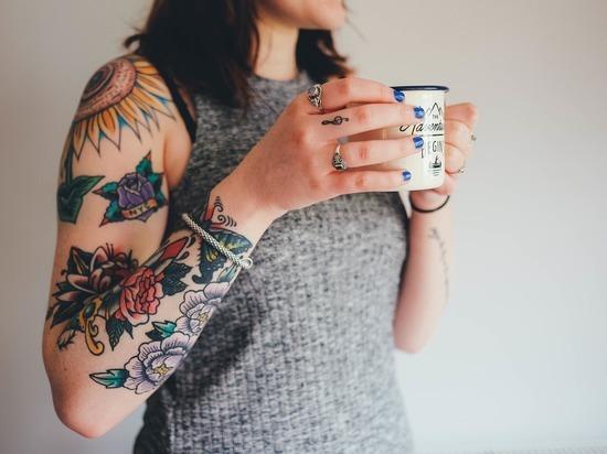 Ученые рассказали, для кого опасны татуировки