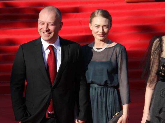 Бывшая девушка Шнура Оксана Акиньшина разводится с мужем