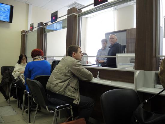 Копии паспортов россиян обнаружили в открытом доступе в МФЦ